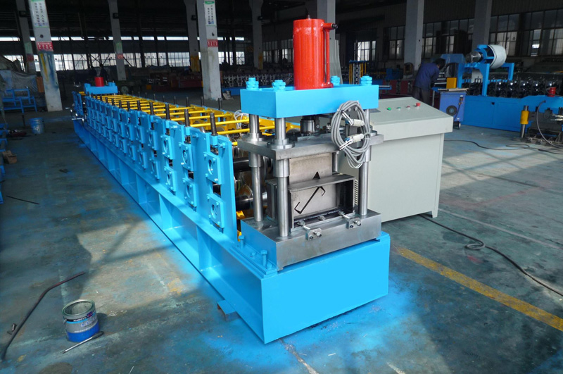 C Z Purlin Cold Roll Forming Machine 15KW By Chain Transmission